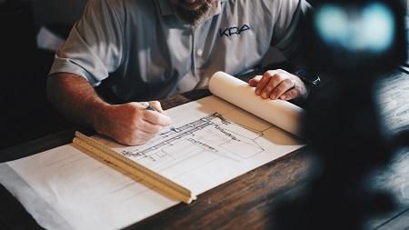 Architekt mit Blaupause; Daniel McCullough